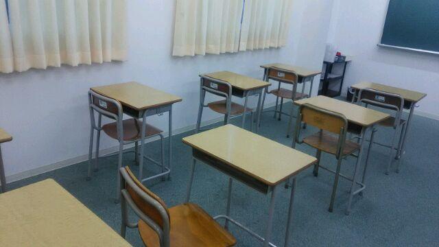 明るく広い教室内の様子です